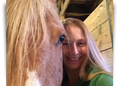 Photo-of-Laurel-Hildebrandt-with-her-equine-therapy-horse